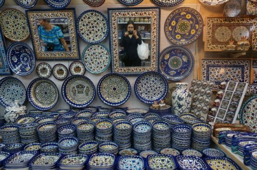 Buying Armenian pottery in the old city. Can you see me with my purchases?